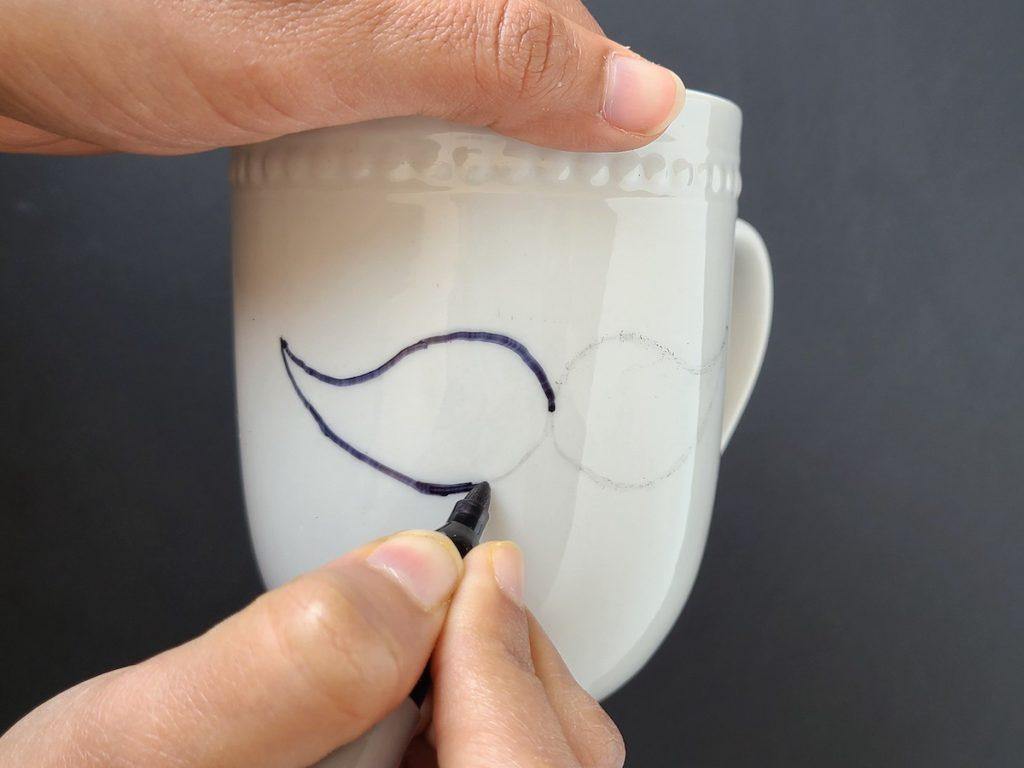 Draw Design on Mug using Sharpie Paint Pen